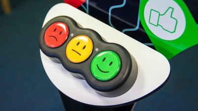 stand-3-boutons-smiley-agora-opinion