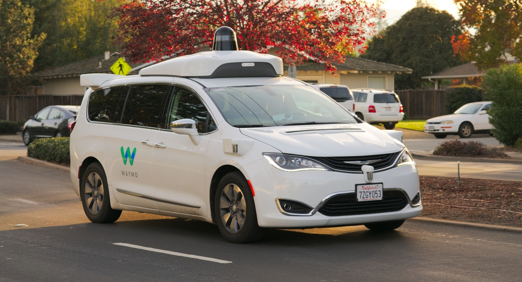 Waymo_Chrysler_Pacifica_in_Los_Altos,_2017.jpg